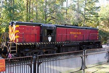 pumpkin-patch-express-at-the-texas-state-railroad-37